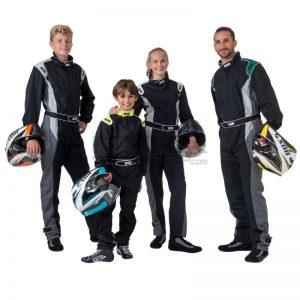 Image représentant quatre personnes portant une combinaison